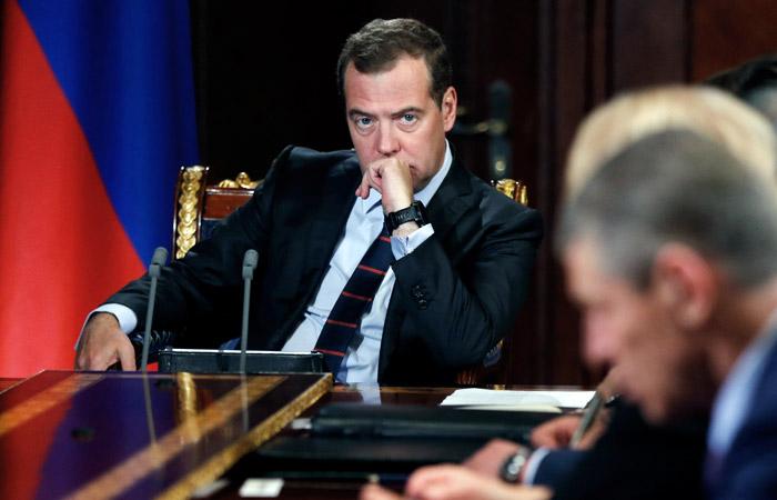 Медведев велел губернаторам взять под личный контроль ситуацию с пожарами