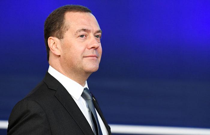Медведев сделал обязательной локализацию систем бронирования авиабилетов