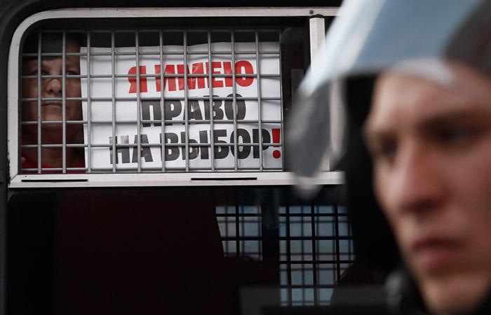 Депутат Старшинов предложил увеличить с трех до 72 часов срок задержания протестующих