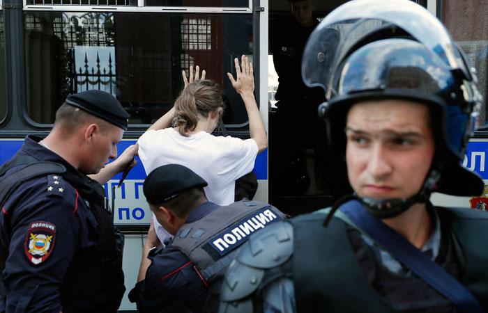 """В Москве арестовали еще троих фигурантов """"дела 27 июля"""""""