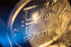 Рубль слегка отыграл потери к доллару и евро