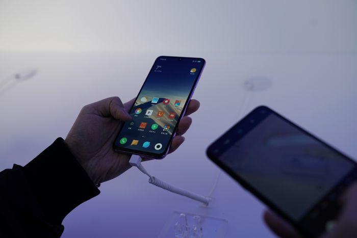 Эксперты спрогнозировали падение глобальных продаж смартфонов