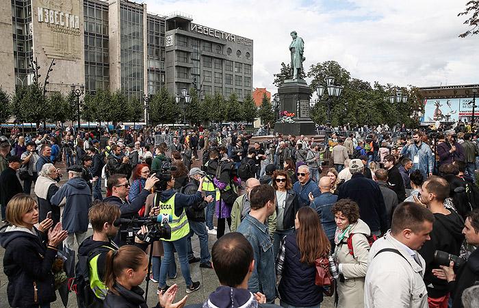 В Москве на акции оппозиции задержали около 600 человек