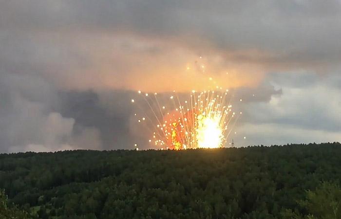 Два человека пострадали в районе взрывов на складе боеприпасов в Красноярском крае