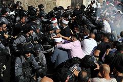 В Иерусалиме между мусульманами и полицией произошли столкновения