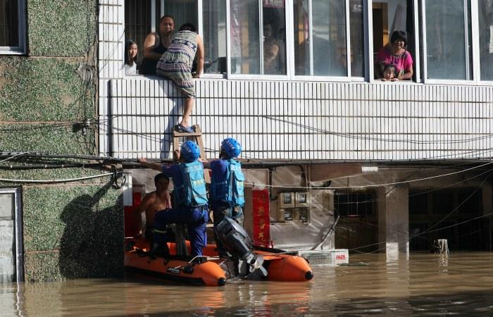 Число жертв тайфуна в Китае превысило 40 человек