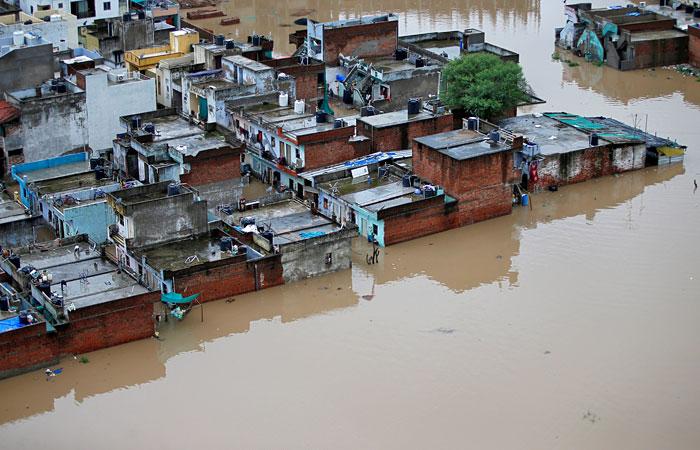 Число жертв наводнений в Индии превысило 200 человек