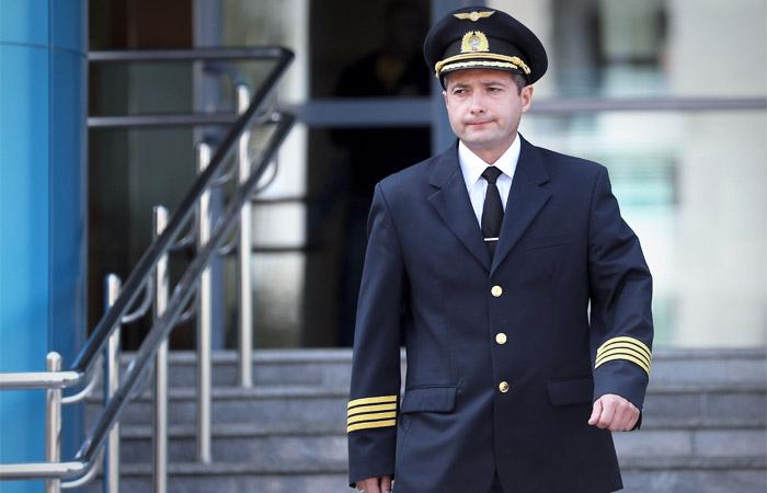 Пилот аварийно севшего в Подмосковье Airbus A321 Дамир Юсупов