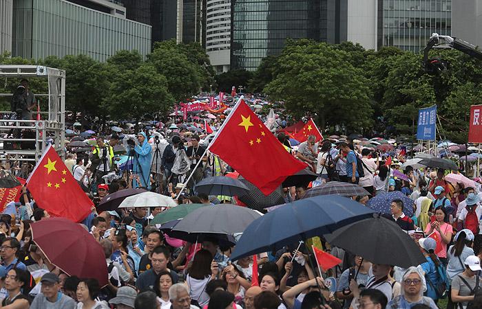 На митинг в поддержку полиции Гонконга вышли более 470 тыс. человек
