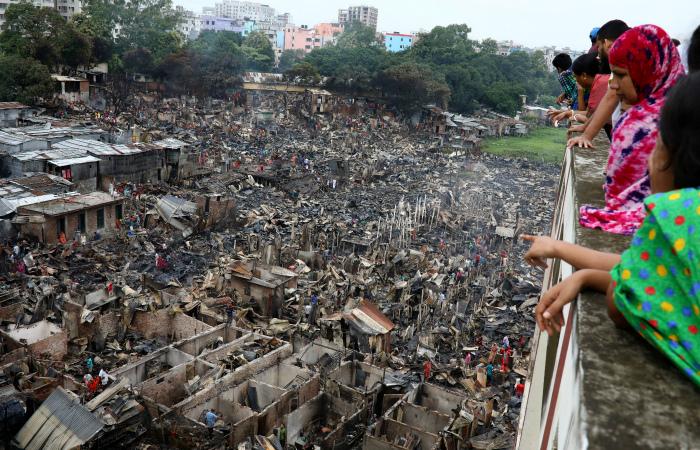 Десять тысяч человек лишились домов из-за пожара в столице Бангладеш