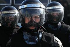Суд вернул в полицию дело Дарьи Сосновской, которую полицейский ударил в живот на акции