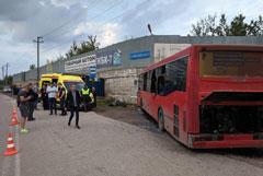 Оператор въехавшего в ограждение автобуса в Перми не допускал серьезных нарушений