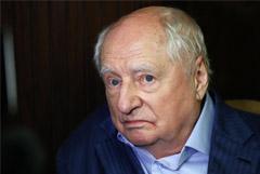 """В """"Ленкоме"""" подтвердили госпитализацию Марка Захарова с высокой температурой"""