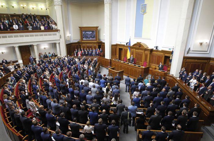Рада в первом чтении одобрила снятие депутатской неприкосновенности