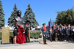 В Донецке открыт памятник бывшему главе ДНР Александру Захарченко