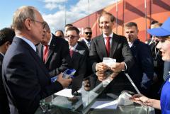 Продавщица с МАКСа рассказала, почему Путин второй раз купил мороженое именно у нее