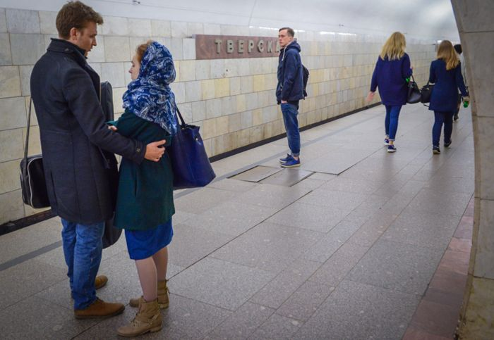 """Девушка упала под поезд метро на станции """"Тверская"""" из-за телефона"""
