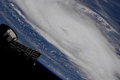 """Ураган """"Дориан"""" направился к Багамским островам со скоростью 240 км в час"""