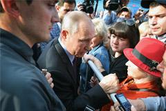 Путин посетил пострадавший от наводнения Тулун и обещал приехать еще