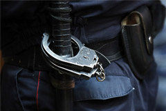 Дернувший полицейского за руку Данила Беглец получил два года колонии