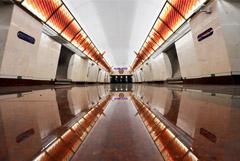 Беглов открыл три новые станции метро, но пассажиров на них не пустят