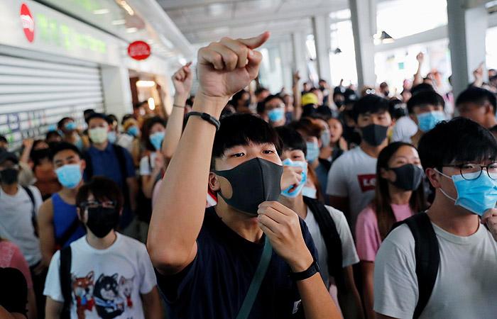 Протестующие в Гонконге устроили акции в торговых центрах и на станциях