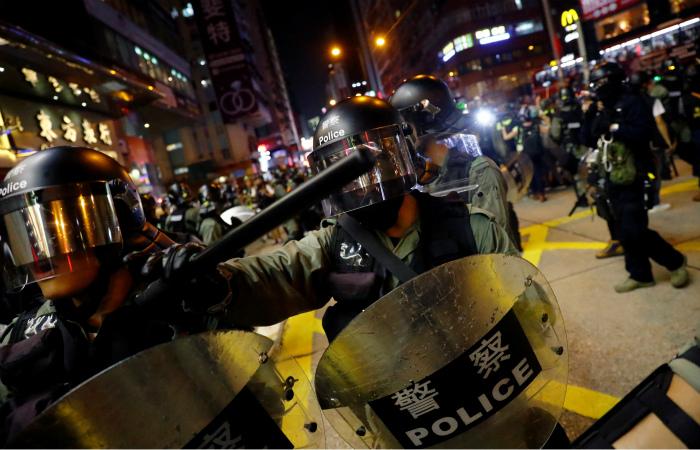 В Гонконге снова начались столкновения с полицией