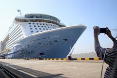 Во Владивосток зашел самый большой из посещавших РФ круизный лайнер