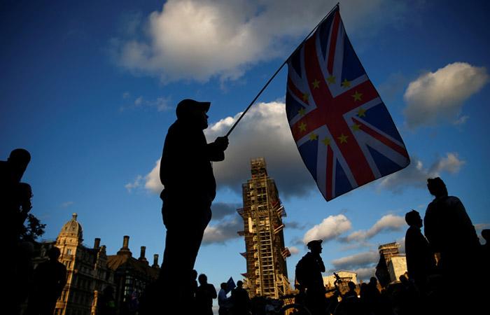 Британский парламент официально приостановит работу в понедельник