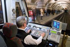 Женщины начнут управлять поездами московского метро с 2021 года