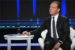 Медведев допустил внесение поправок о возможном сокращении рабочей недели