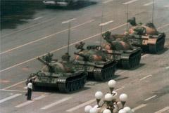 Скончался автор знаменитого снимка с танками на площади Тяньаньмэнь