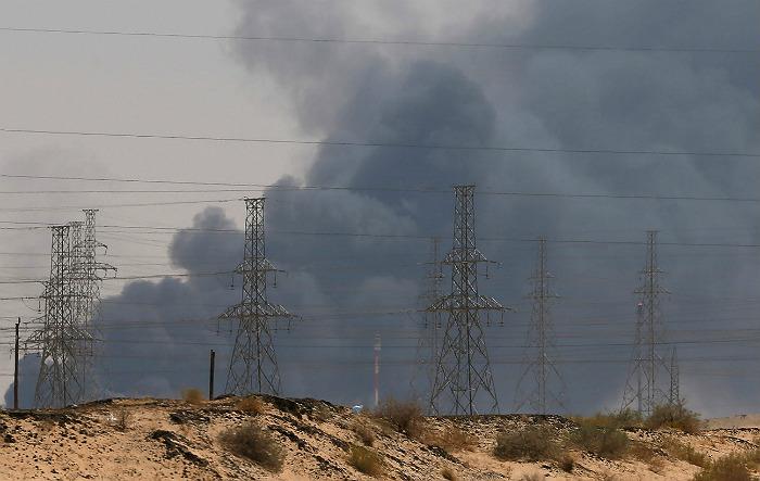 Саудовская Аравия на 50% сократила добычу нефти после взрывов на объектах Aramco