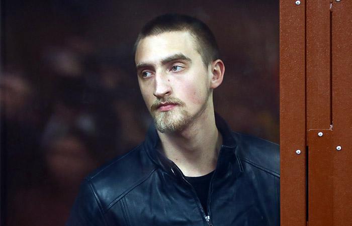 Актер Устинов получил 3,5 года колонии за травму сотрудника ОМОН на акции 3 августа