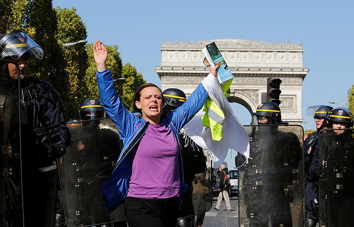 В Париже в ходе протестов задержали 137 человек