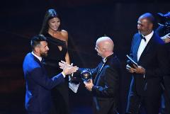 Месси стал футболистом года по версии ФИФА