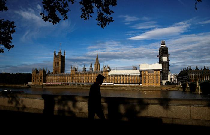 Парламент Великобритании возобновит работу в среду