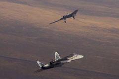 """Новый ударный дрон """"Охотник"""" и истребитель Су-57 впервые совершили совместный полет"""