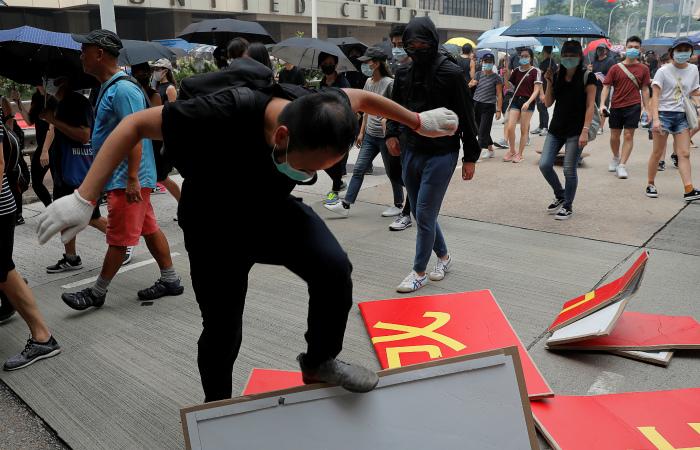 Протестующие в Гонконге устроили три акции против властей