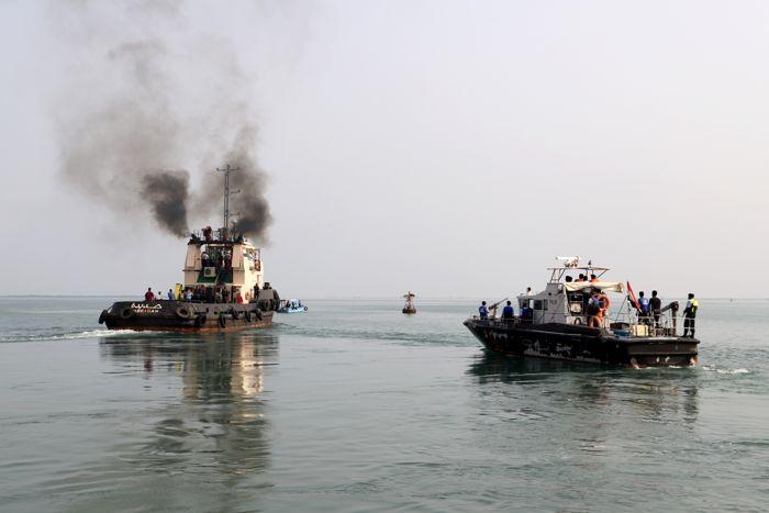 На йеменском острове сообщили о пропаже парома с 55 людьми