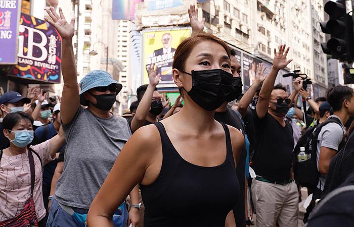 Жители Гонконга снова вышли на акцию протеста против запрета на скрывающие лицо маски
