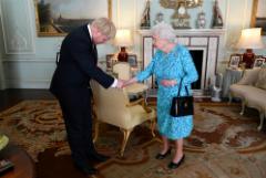 Джонсон предпочтет добровольной отставке увольнение Елизаветой II