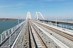 Запуск грузовых поездов по Крымскому мосту отложат из-за археологической находки