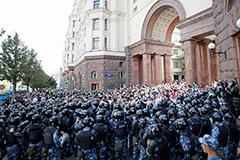 Полиция Москвы решила отсудить у оппозиции 18 млн рублей