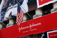 Суд обязал Johnson & Johnson выплатить американцу $8 млрд компенсации