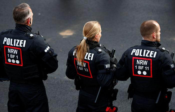 Неизвестный застрелил двух человек у синагоги в немецком городе Галле
