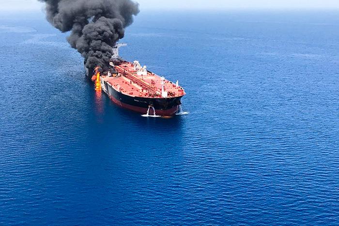 Наиранском нефтяном танкере произошел взрыв - реален теракт