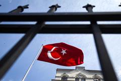 Драка произошла у посольства Турции в Киеве во время акции против операции в Сирии