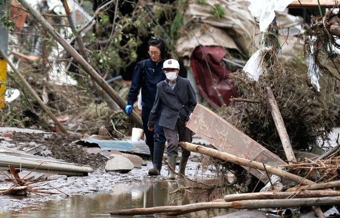 """Число жертв тайфуна """"Хагибис"""" в Японии превысило 50 человек"""