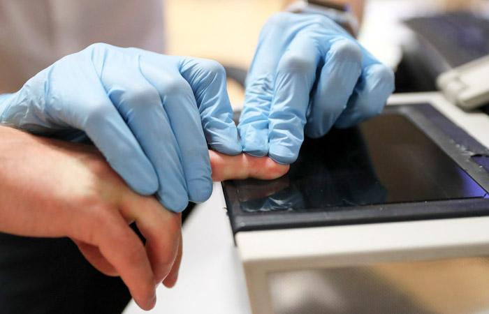 В МВД задумались об обязательной дактилоскопии для всех въезжающих в РФ иностранцев